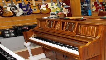 Piano from Samick